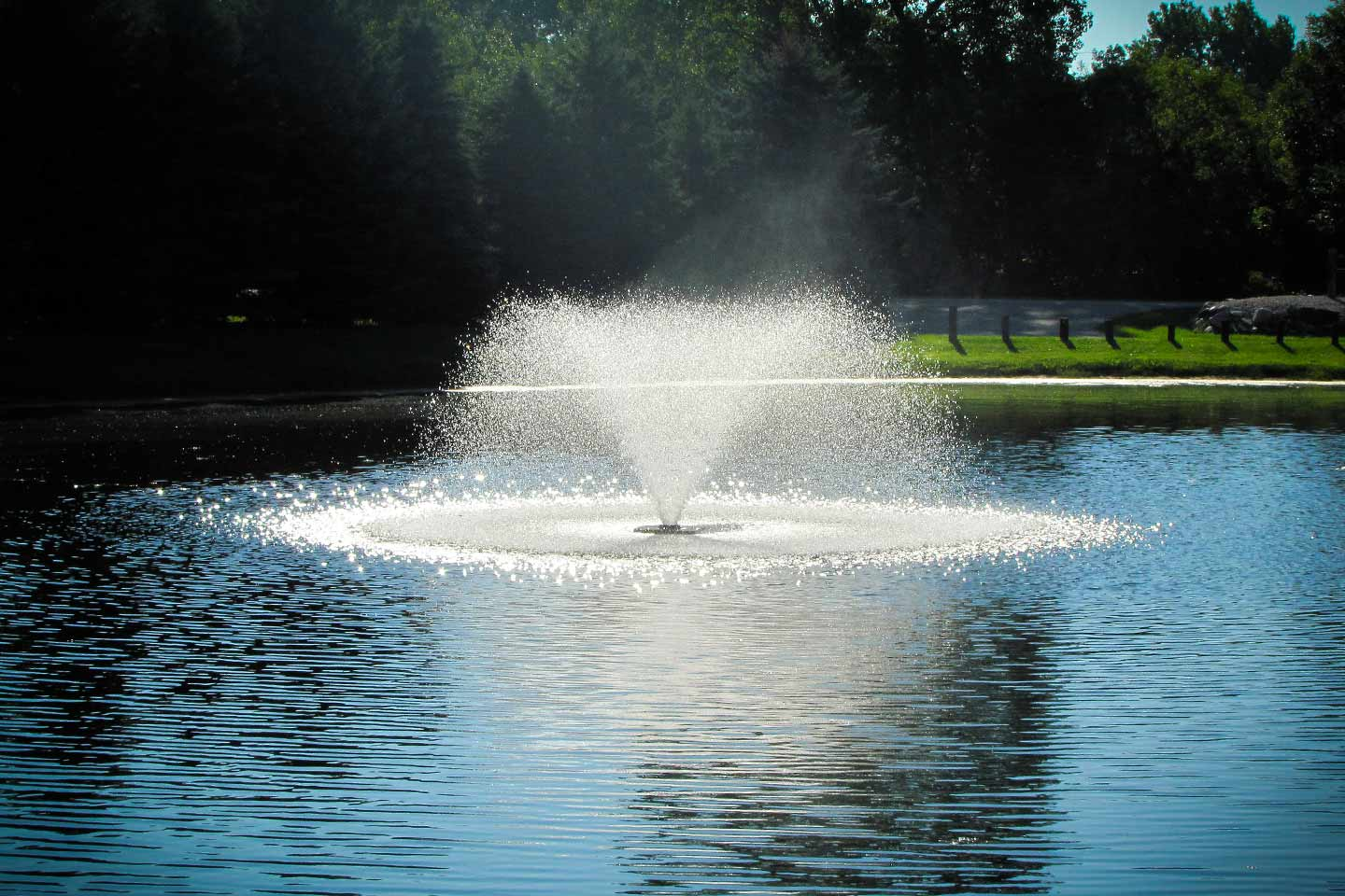 Da 20 display aerator 2 hp scott aerator for Best pond fountains